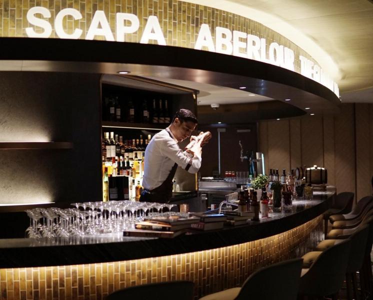 具標誌性的酒吧AeroBar。