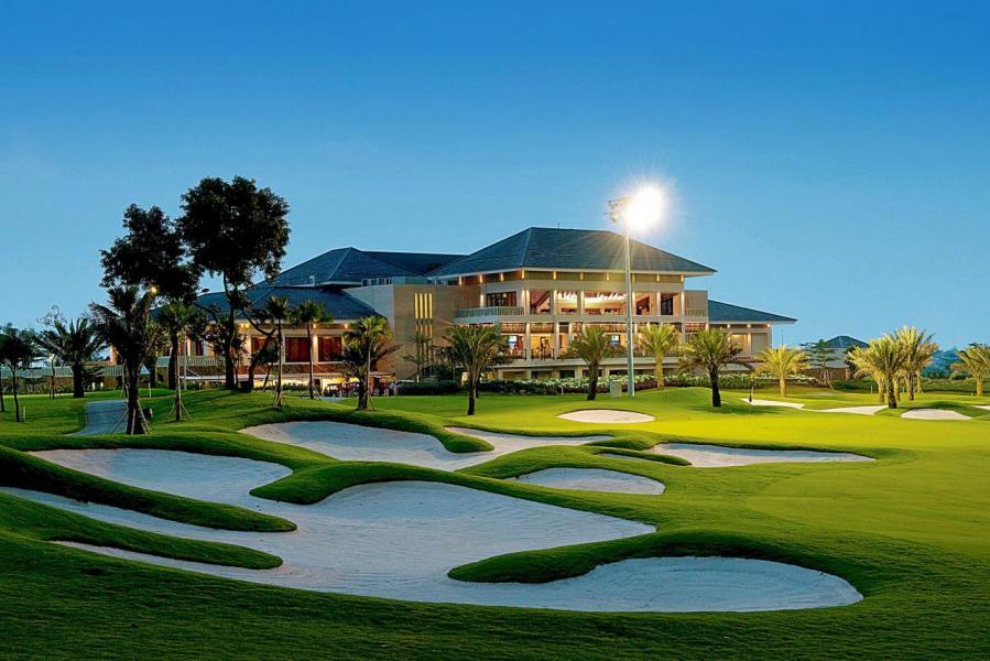 不少來印尼工作的外籍人士都喜愛居於南雅加達,因為該區有高爾夫球場等休閒設施。