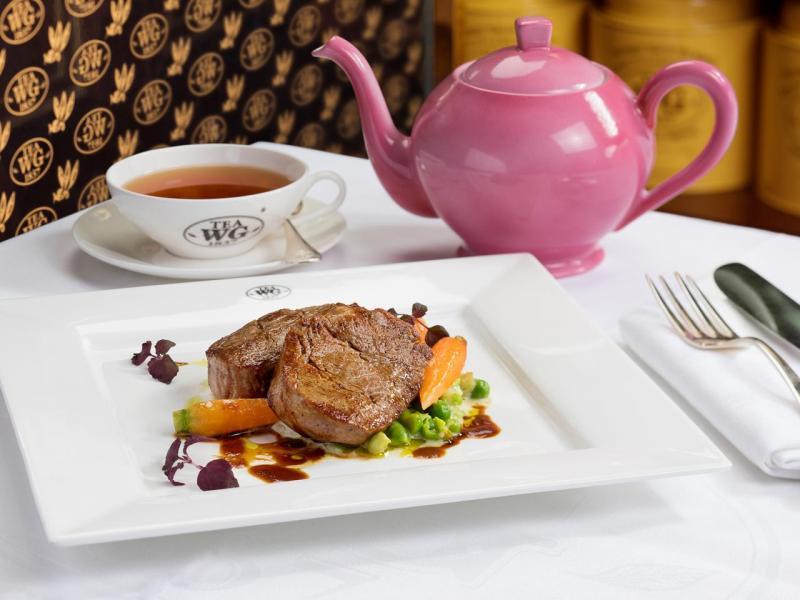 主菜:香煎法式牛腰肉伴綠豆蓉及帕瑪臣芝士(二選一)