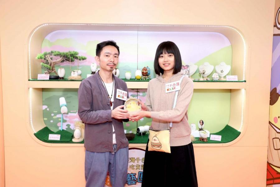 上海蛋藝設計達人施申炳老師和台灣人氣90後女生插畫家洪宇晴合作,將中台兩地兩代藝術作品首次帶到香港。