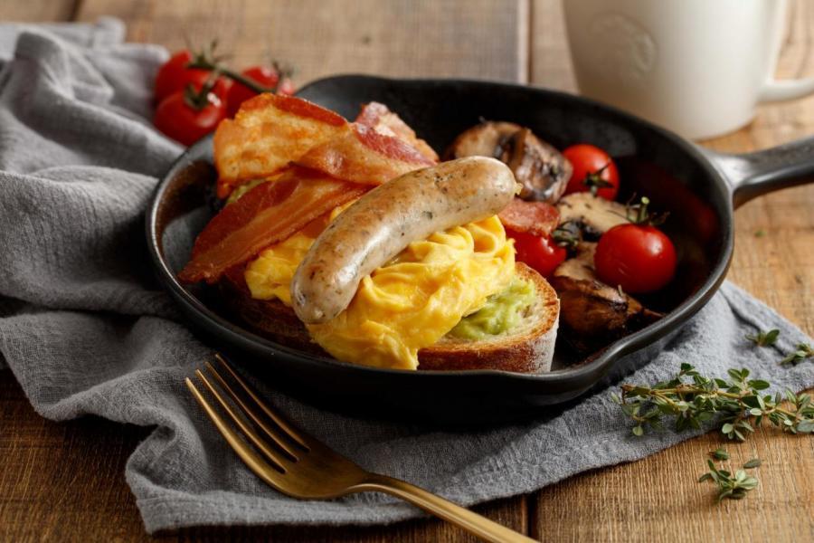 煙肉德式豬肉腸炒蛋天然酵母麵包