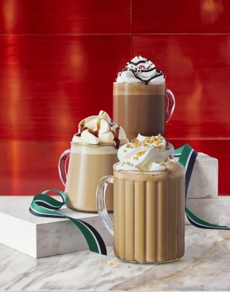3款聖誕限定的經典飲品載譽歸來:「拖肥果仁脆趣鮮奶咖啡」、「薑汁鮮奶咖啡」、「聖誕薄荷朱古力咖啡」。