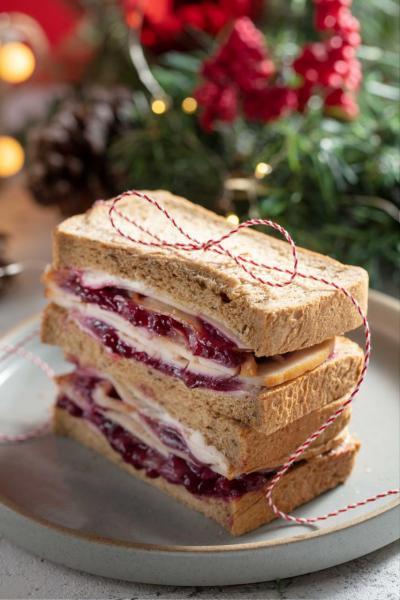 聖誕火雞煙肉紅莓三文治