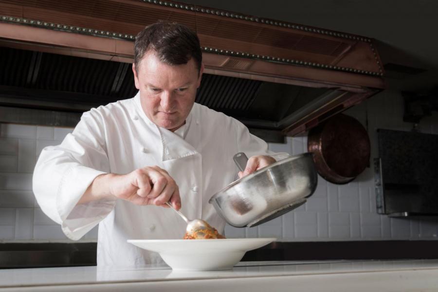 生於英國的Theo Randall師承Chez Max的主廚Max Magarian,並曾先後在The River Café工作共17年,更成功帶領餐廳摘下米芝蓮一星殊榮。