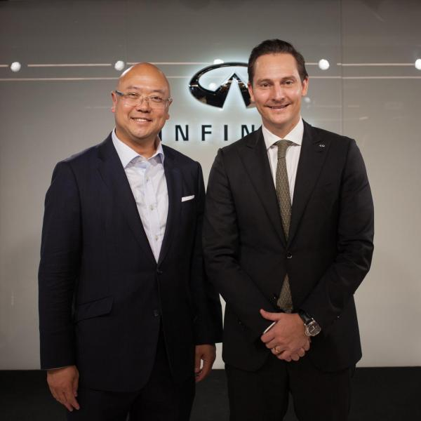 (左)投資推廣署助理署長吳國才與 INFINITI General Manager, Global Business Transformation and Brand Dane Fisher