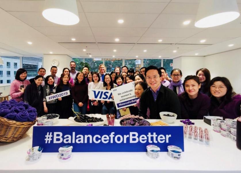 紫色是國際婦女節的主題顏色,因此Visa特別為員工準備了各種紫色食物。