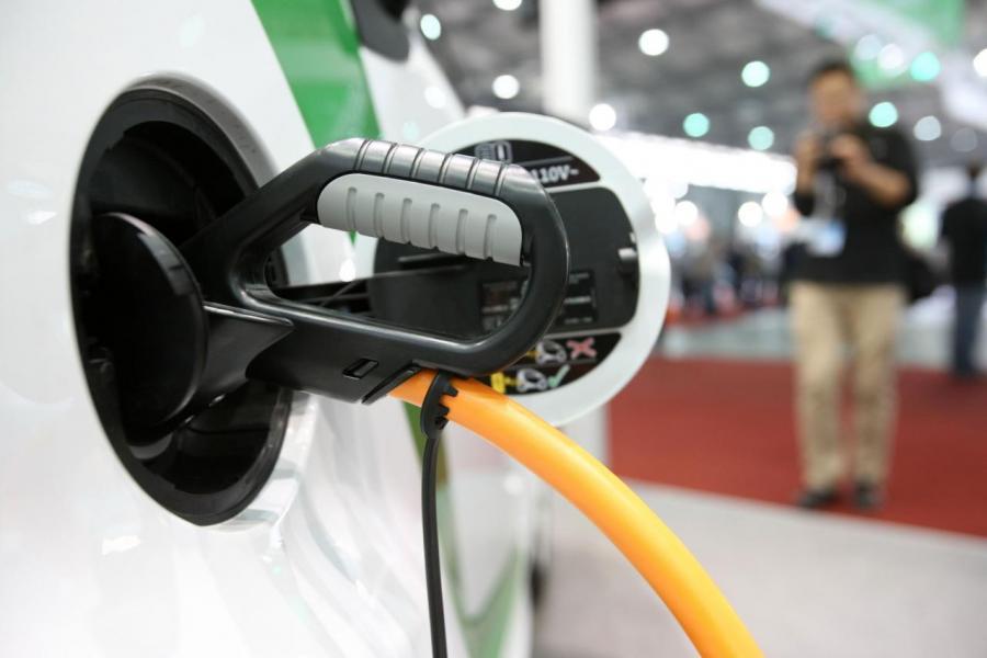氫能源可取代石油等能源作為汽車驅動燃料,故不少國家均爭入市場。
