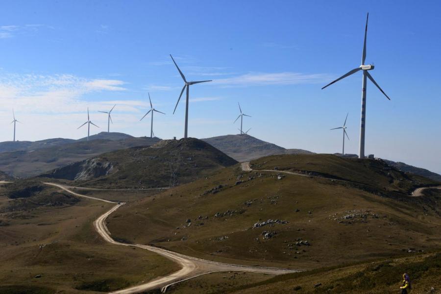 與火力發電比較,風力發電佔地較多。