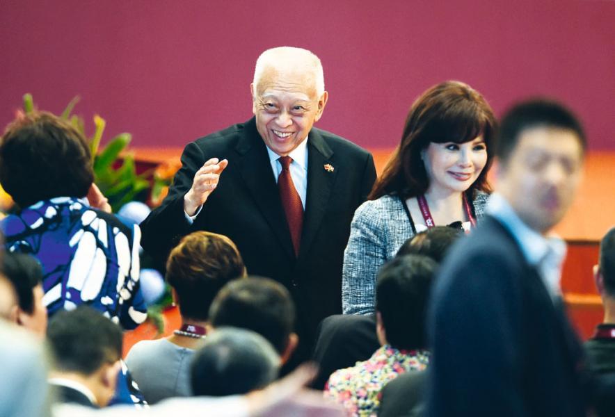 東方海外由前特首董建華之父董浩雲創辦。