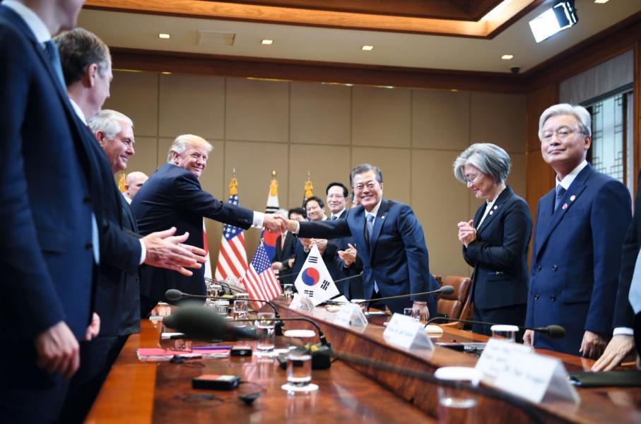 特朗普在南韓進行兩日國事訪問,與文在寅商討北韓核危機。