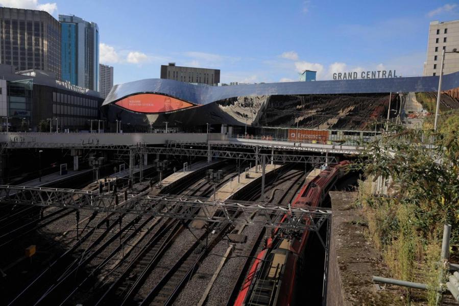 伯明翰距離倫敦只有一個多小時火車車程。