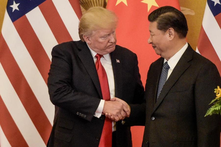 特朗普(左)今年訪華時與習近平(右)會面。