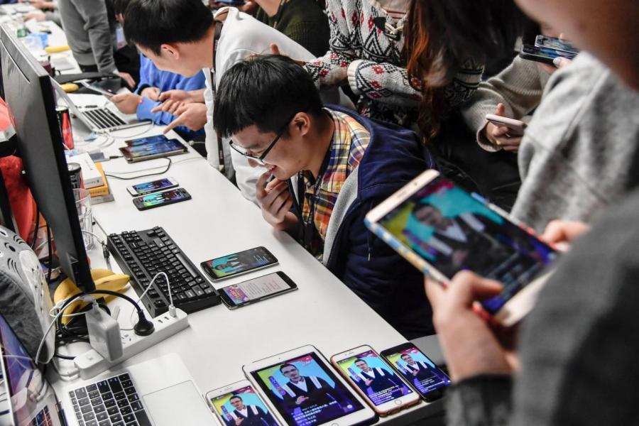 現時內地每一百個移動網民當中,就有十四個用抖音的服務。