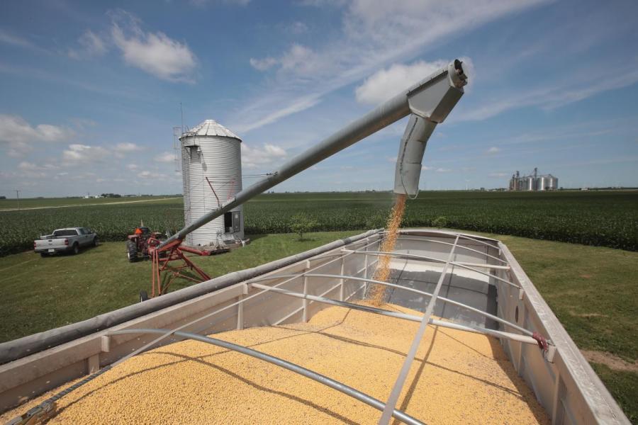 為了反擊美國,中國向美國大豆徵收關稅。