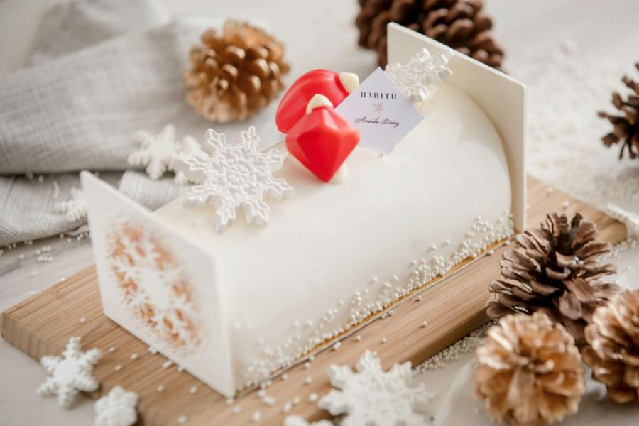 White Christmas Log Cake(HK$688)