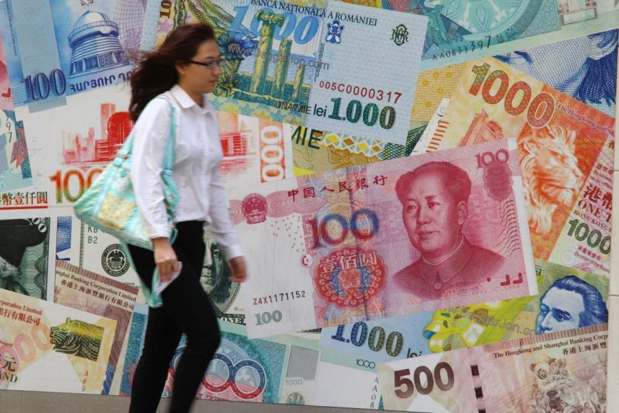 人民幣近日持續貶值,加速內地股市的跌勢。