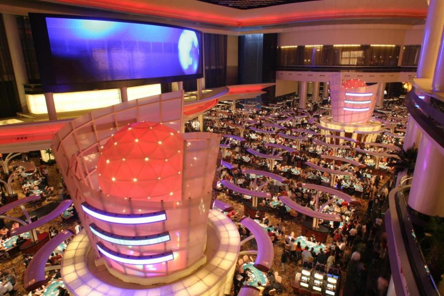 澳門賭收與訪澳旅客人數,以及內地經濟有緊密關係。