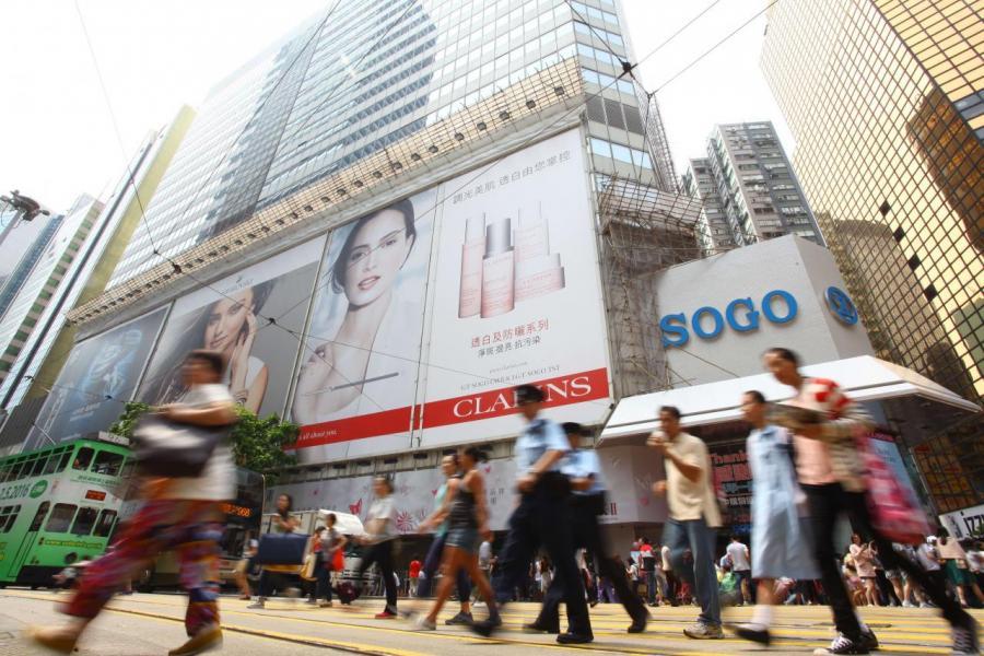 銷售主要來自內地遊客的零售商,直接受惠於內地旅客回升。