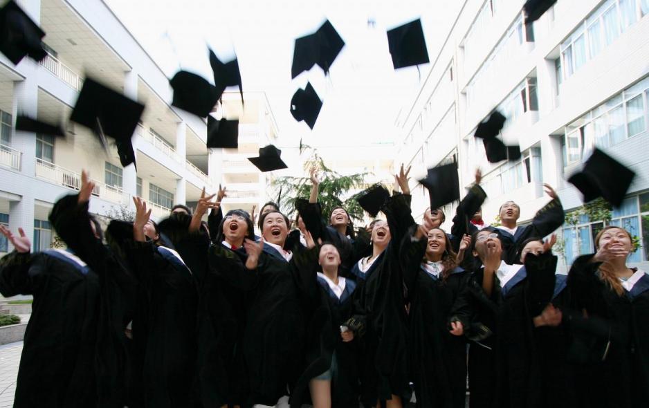 內需股今年以來跑贏大市,教育股成為資金追捧對象。