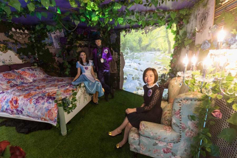 許嘉雯小姐表示,很榮幸能夠將來自韓國的「Alice: Into the Rabbit Hole」展覽帶來香港舉行。有關展覽除保留在韓國SNS洗版的超級巨型愛麗絲充氣娃娃以及以樹屋為藍本的愛麗絲復古夢幻房間 (Alice's Room)外,更新增打卡秘境。